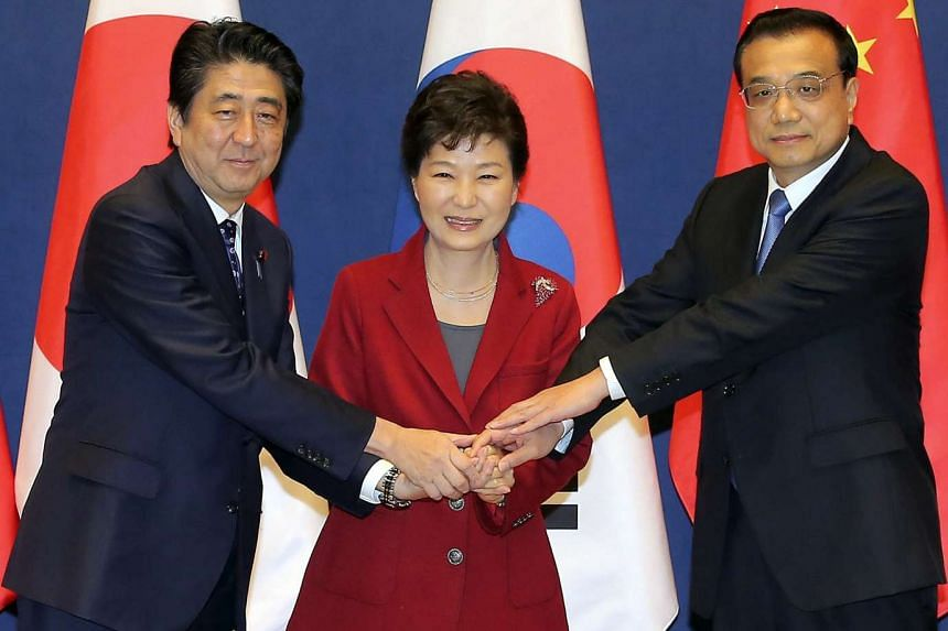 (From left) Japanese Prime Minister Shinzo Abe, South Korean President Park Geun Hye and Chinese Premier Li Keqiang posing together for a picture at the presidential office in Seoul on Nov 1, 2015.