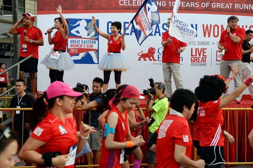 Minister for Culture, Community and Youth Grace Fu (centre) flagging off runners at the 10km race at the Great Eastern Women's Run on Nov 1, 2015.