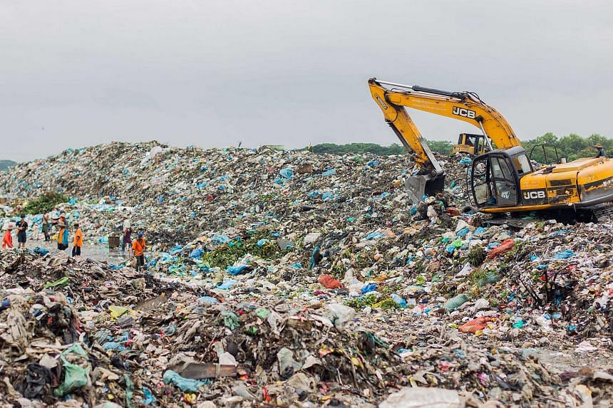 The main landfill, Htein Bin, for Yangon city is located at Hlaingthaya township in the western part of the city.