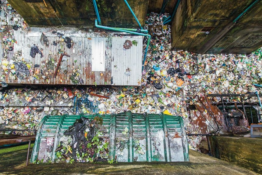 In the No. 6 Ward of Kamayut township, many back alleys between residential flats are still being used as convenient littering and dumping grounds.