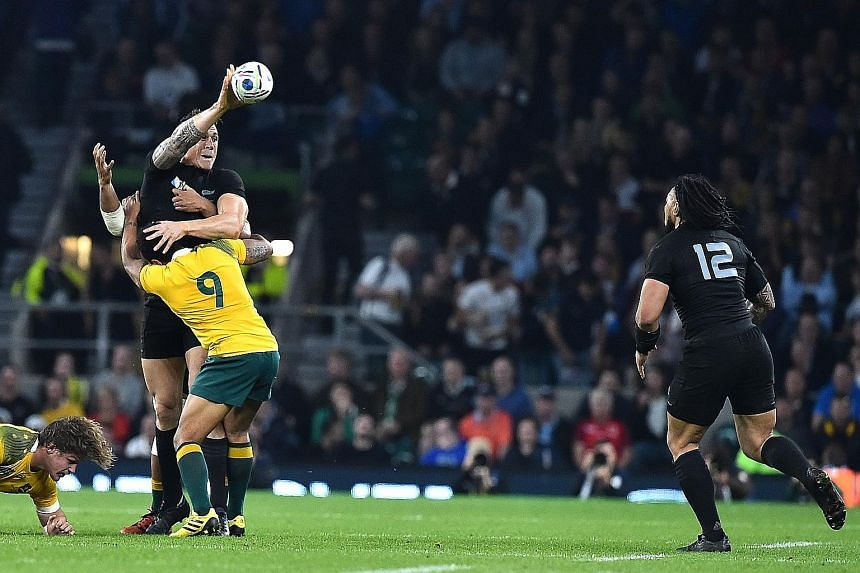 From top: New Zealand's Sonny Bill Williams (left) passes to Ma'a Nonu, whose rampaging run ended in a try two minutes into the second half.