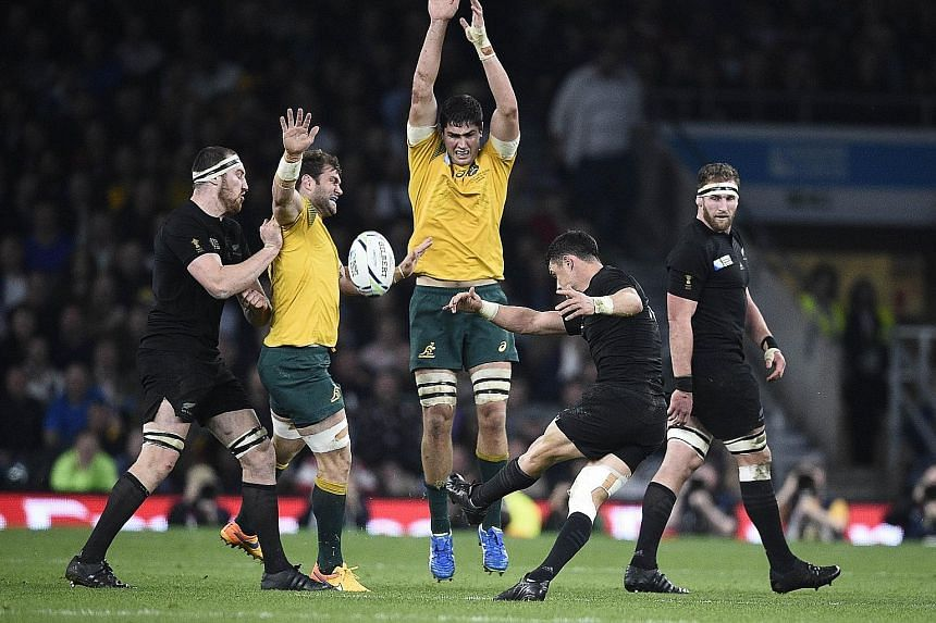 New Zealand fly-half Dan Carter scores a crucial drop goal after Australia pulled to within four points when Ben Smith was sin-binned.