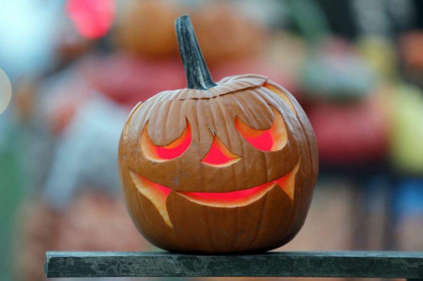A traditional Halloween pumpkin lantern.