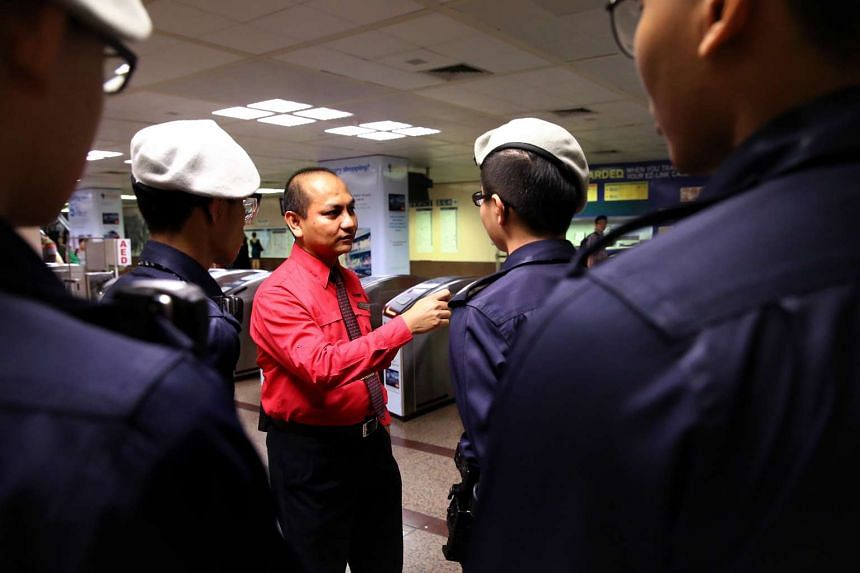 Mr Jufri Arshad, the SMRT senior station manager at Raffles Place MRT station, had called the police.
