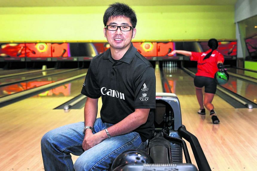 Former world champion bowler Remy Ong has left his post as head coach of Singapore's national bowling team.