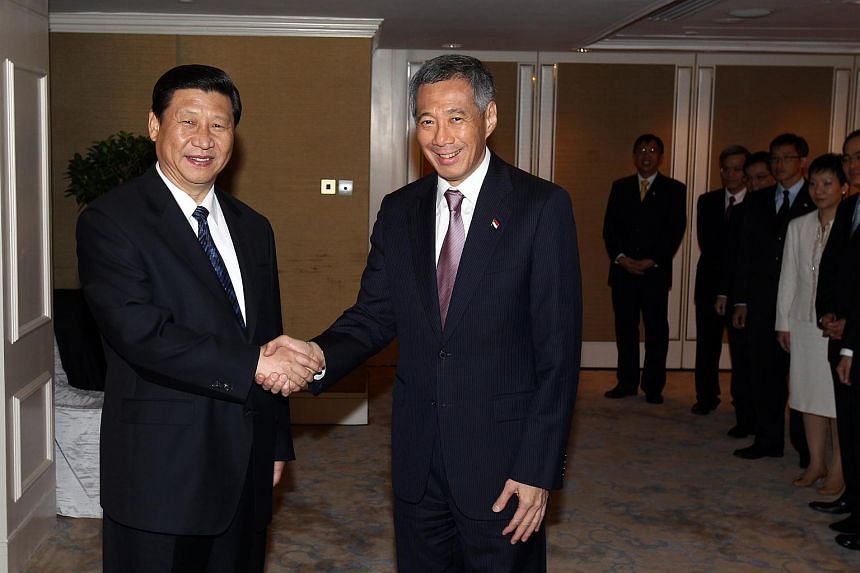 Xi Jinping (left) shaking hands with Prime Minister Lee Hsien Loong at the Shangri-La Hotel on Nov 15, 2010.