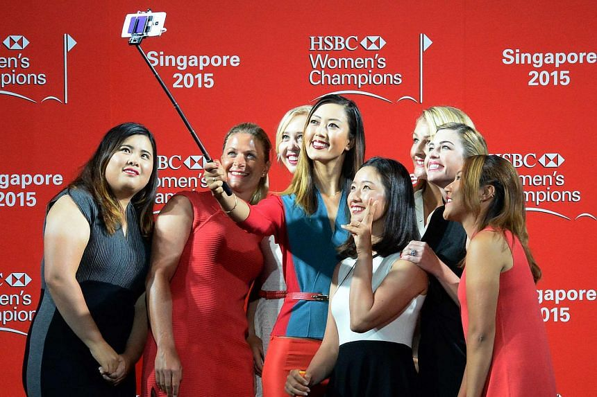 The HSBC Women's Champions golfers taking a wefie.
