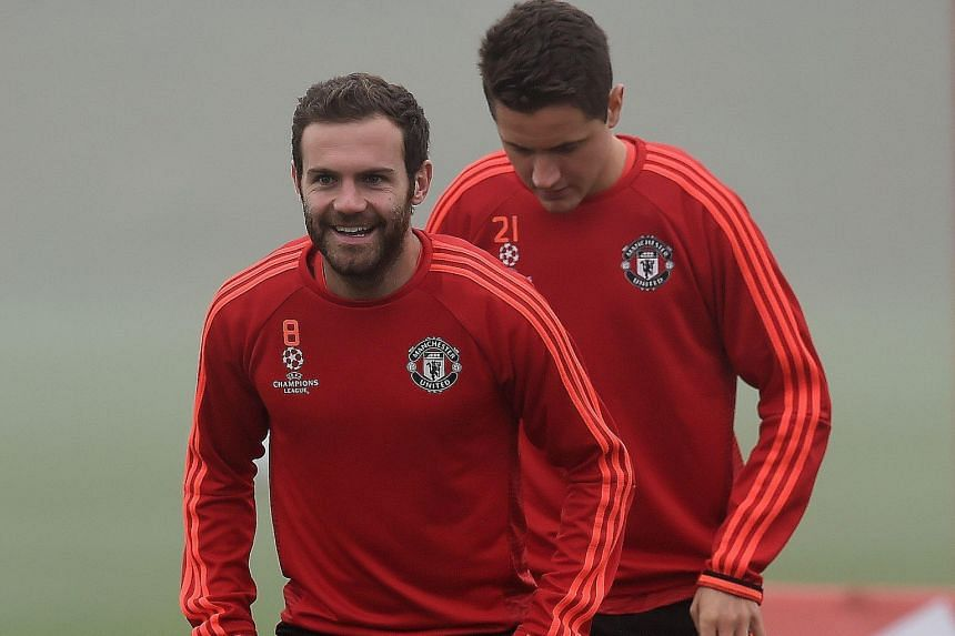 Juan Mata, in training with Ander Herrera, has urged his goal-shy Manchester United team-mates to get back into goal-scoring form.