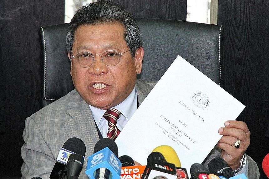 Tan Sri Pandikar Amin Mulia warned that a live debate would breach parliamentary standing orders involving ongoing investigations under a select committee.