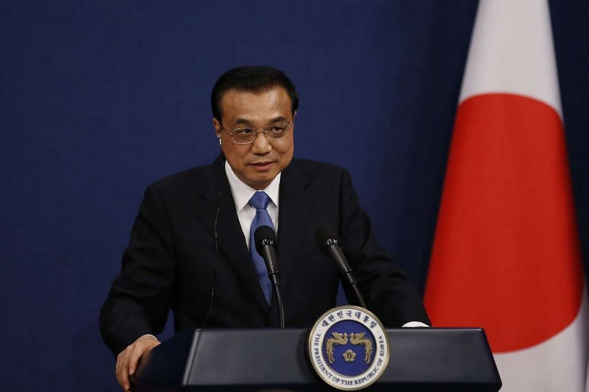 Chinese Premier Li Keqiang has urged Japanese businesses to help improve two-way ties.