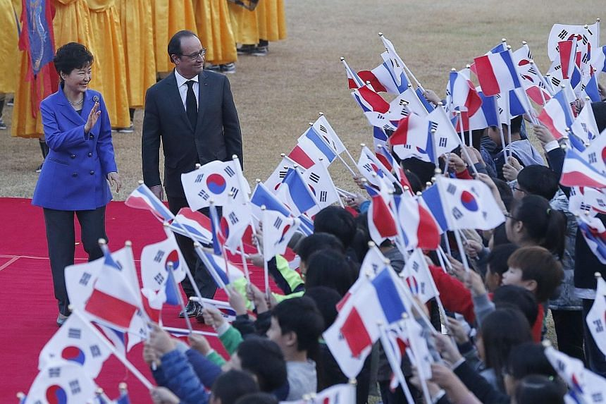 French President Francois Hollande with South Korean President Park Geun Hye at a welcoming ceremony in Seoul yesterday.
