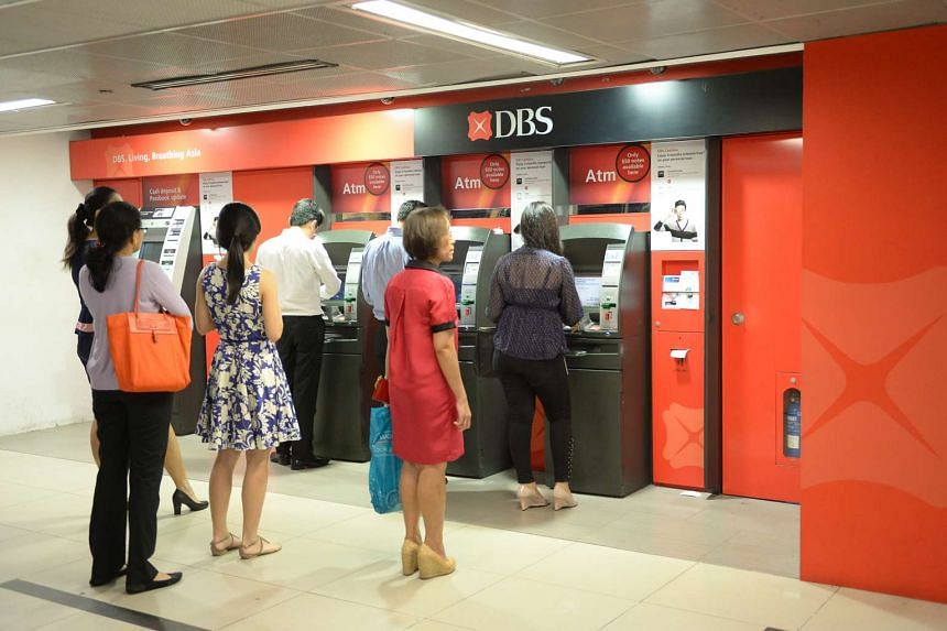 People queueing to use the DBS ATMs at Raffles Place MRT.