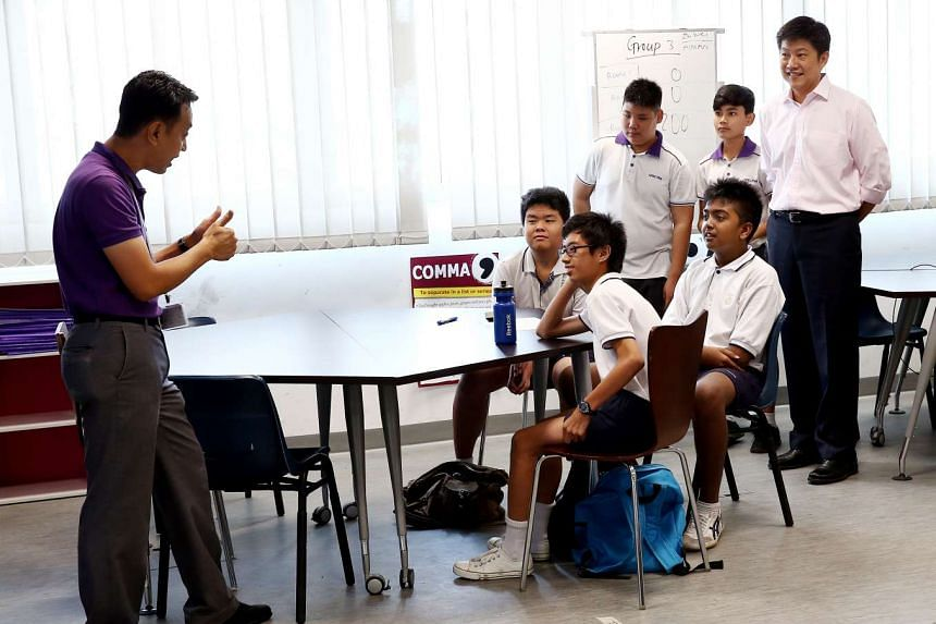 Minister Ng Chee Meng (at right) attending a demonstration lesson, by teacher Muhamad Sabar Adam (at left), with students.