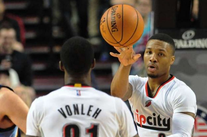 Portland Trail Blazers guard Damian Lillard (right) passes the ball to teammate Noah Vonleh during the game against the Memphis Grizzlies on Nov 5, 2015.