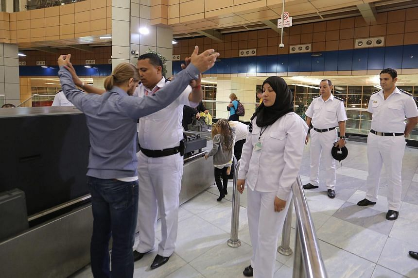 Egyptian scurity checking Russian tourists at Sham el-Sheikh airport on Nov 5.