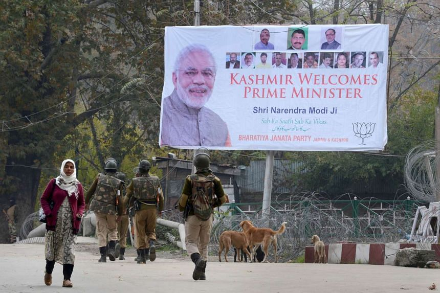 Indian paramilitary troopers patrolling near the venue of Indian Prime Minister Narendra Modi's scheduled rally in Srinagar on Nov 6, 2015.