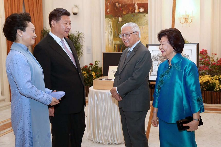 Chinese President Xi Jinping (second from left) and his wife Peng Liyuan call on President Tony Tan Keng Yam and Mrs Mary Tan at the Istana on Nov 6, 2015.