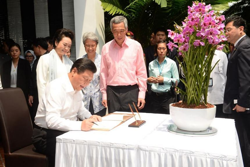 President Xi Jinping and his wife, Peng Liyuan at the Orchid naming ceremony hosted by Prime Minister Lee Hsien Loong.
