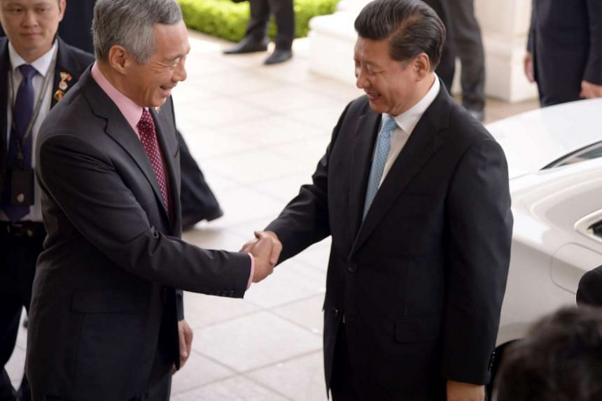 PM Lee Hsien Loong receiving China's President Xi Jinping at the Istana on Nov 7, 2015.