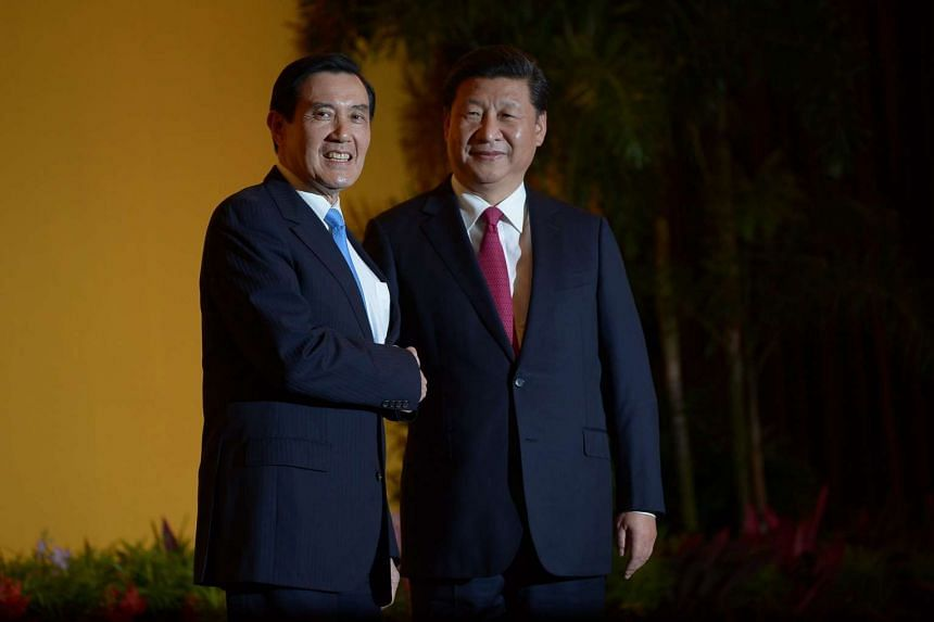 China's President Xi Jinping and Taiwan's President Ma Ying-jeou face a gaggle of media before their closed-door talks.