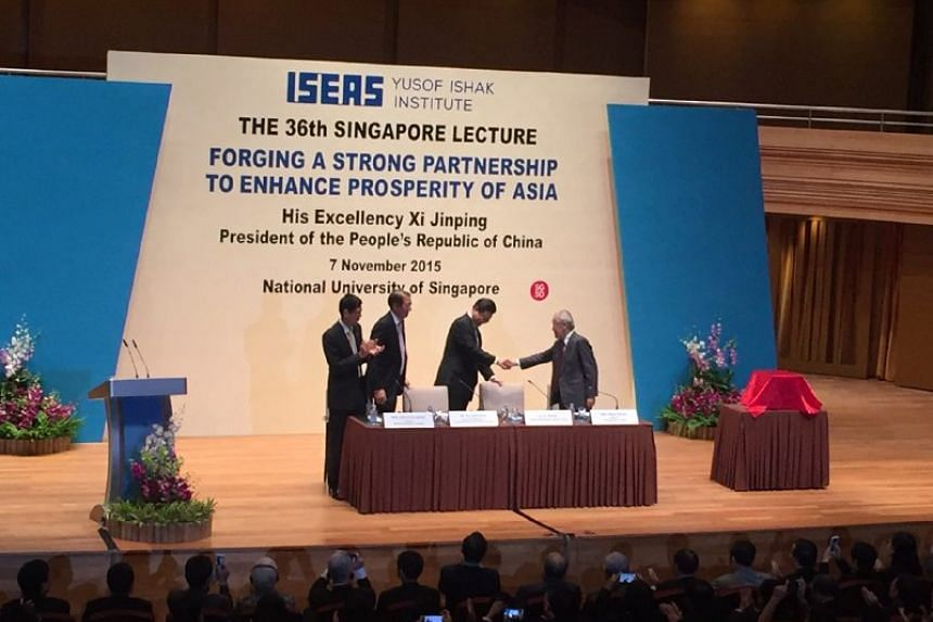 Chinese President Xi Jinping shaking hands with members of the panel at the 36th Singapore Lecture.