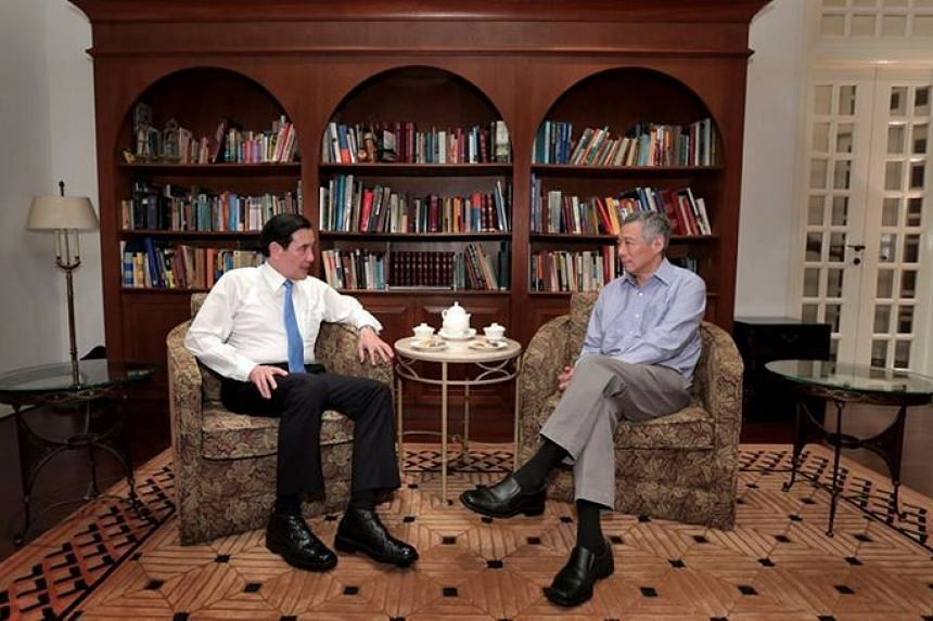 Prime Minister Lee Hsien Loong (right) sits down for tea with Taiwan's President Ma Ying-jeou in Singapore.