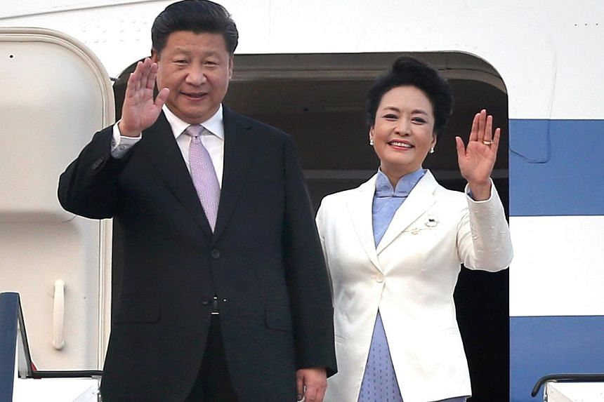 China's President Xi Jinping (left) and his wife Peng Liyuan arriving at Changi Airport on Nov 6.