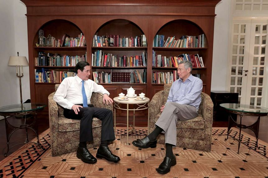 "Taiwan President Ma Ying-Jeou thanks Singapore Prime Minister Lee Hsien Loong for ""hot tea, tasty pastries, and warm welcome"" over Facebook."
