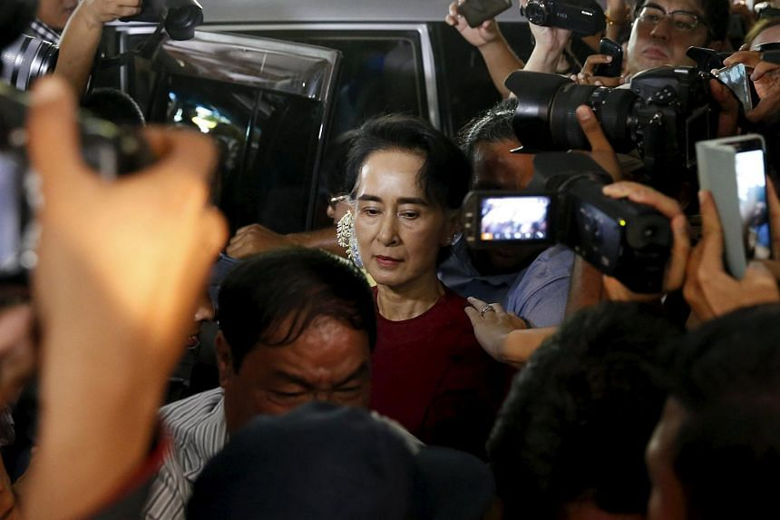Aung San Suu Kyi arrives to cast her ballot during the general election in Yangon on Nov 8, 2015.