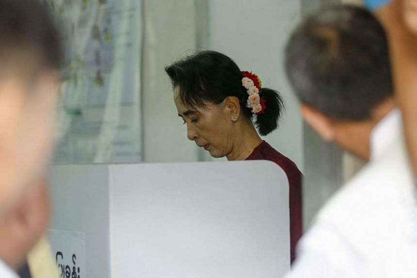 Aung San Suu Kyi casts her vote at a polling station in Bahan township, Yangon, Myanmar, on Nov 8, 2015.