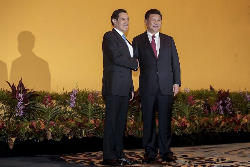 Taiwanese President Ma Ying-jeuo (left) and Chinese President Xi Jinping (right) shake hands in a ballroom of the Shangri-La Hotel in Singapore, Nov 7, 2015.