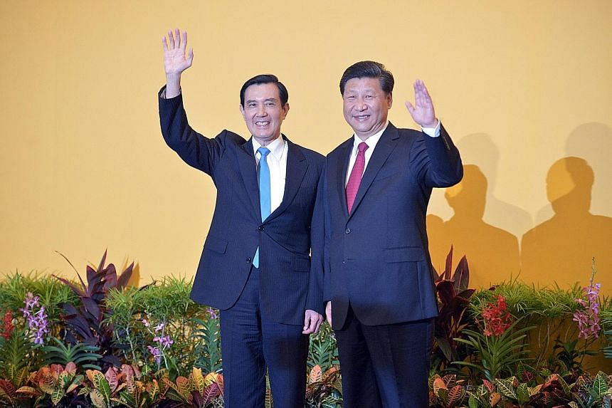 Taiwanese President Ma Ying-jeou (far left) and Chinese President Xi Jinping waving to the mass of journalists before their meeting at the Shangri-La Hotel yesterday.