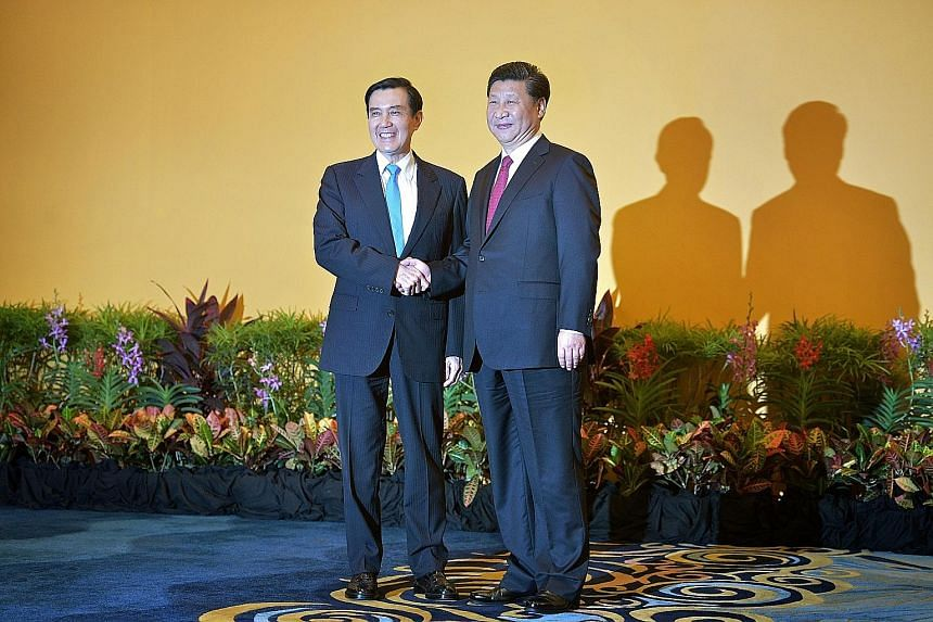 The meeting between Chinese President Xi Jinping (right in pictures) and Taiwanese President Ma Ying-jeou has great significance in the long-term political integration of mainland China and Taiwan, say some analysts.
