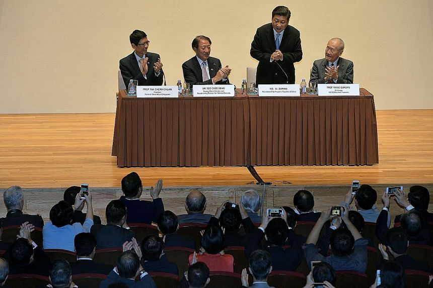 President Xi Jinping thanking the audience after his speech at NUS. With him are (from left) NUS president Tan Chor Chuan, Deputy Prime Minister Teo Chee Hean and Iseas-Yusof Ishak Institute board of trustees chairman Wang Gungwu. The lecture was att