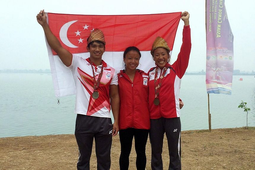 The three bronze medallists at the Asian Canoe Sprint Championships in Palembang. From left to right: Mervyn Toh, Lim Yuan Yin and Stephenie Chen.