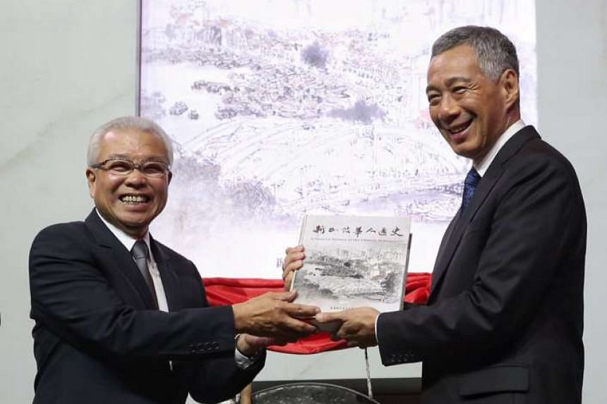 Prime Minister Lee Hsien Loong (right) and Chua Thian Poh, chairman for the Singapore Federation of Chinese Clan Associations.
