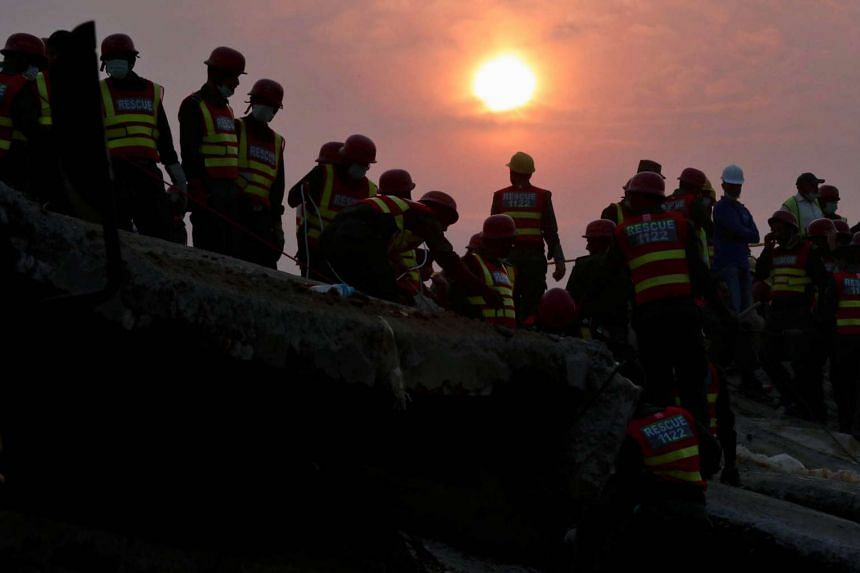 Pakistani rescue workers searching for survivors amid the rubble of a factory that collapsed in Lahore, on Nov 7, 2015.