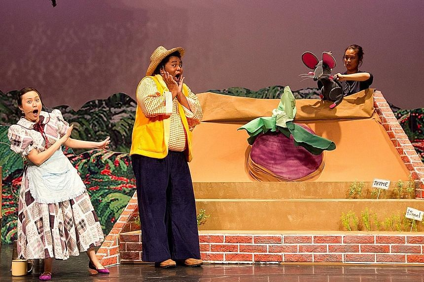 The 2013 production of The Enormous Turnip by the cast of I Theatre.