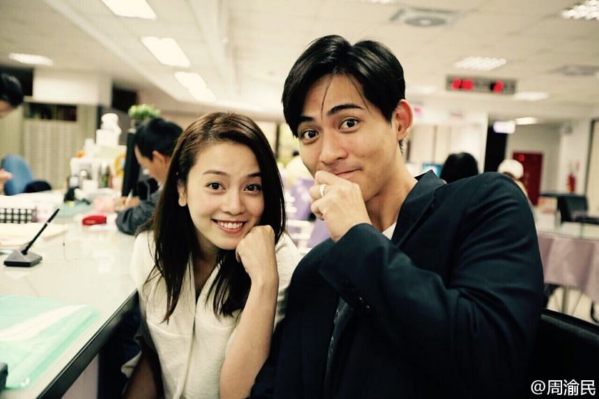 F4 member Vic Chou announced his marriage to Reen Yu, his girlfriend of four years, on social media on Nov 10, 2015.