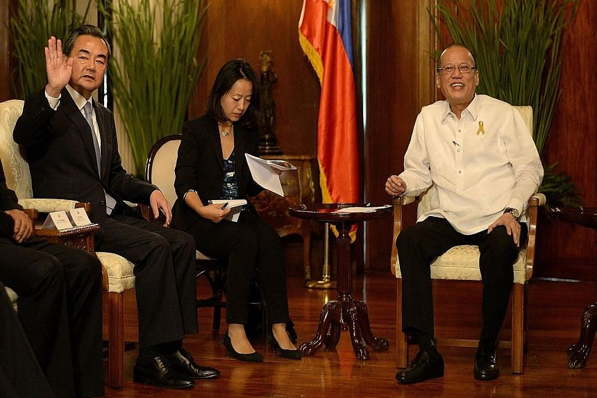 Chinese Foreign Minister Wang Yi (far left) making a courtesy call on Philippine President Benigno Aquino (at right) in Manila yesterday.