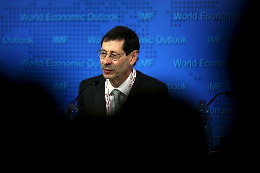 IMF chief economist Maurice Obstfeld doesn't see any major risks to the Fed holding off on an interest rate rise.