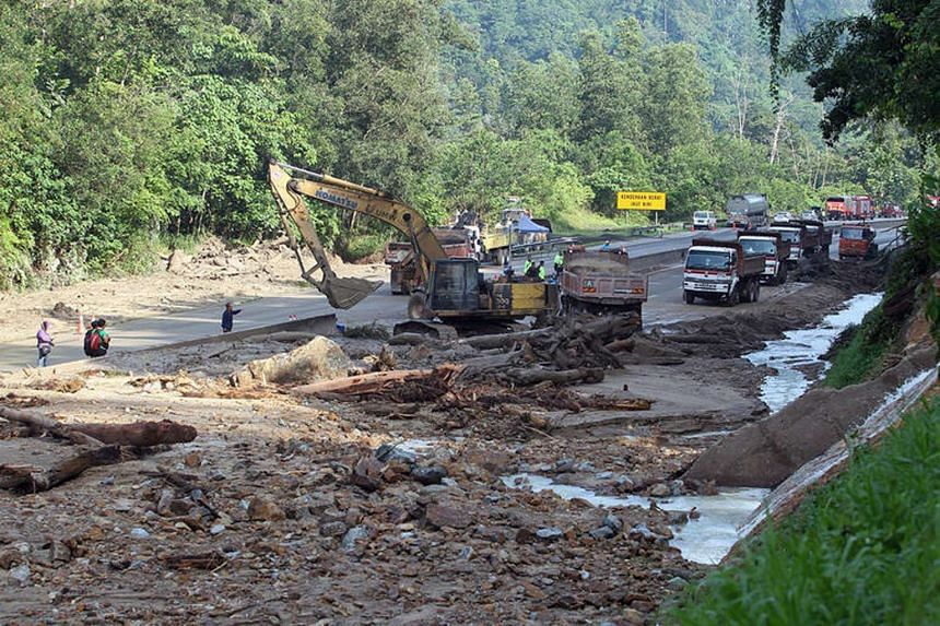 A portion of the main highway linking Kuala Lumpur to the eastern state of Pahang remained closed to traffic after a landslide on Nov 11, 2015.