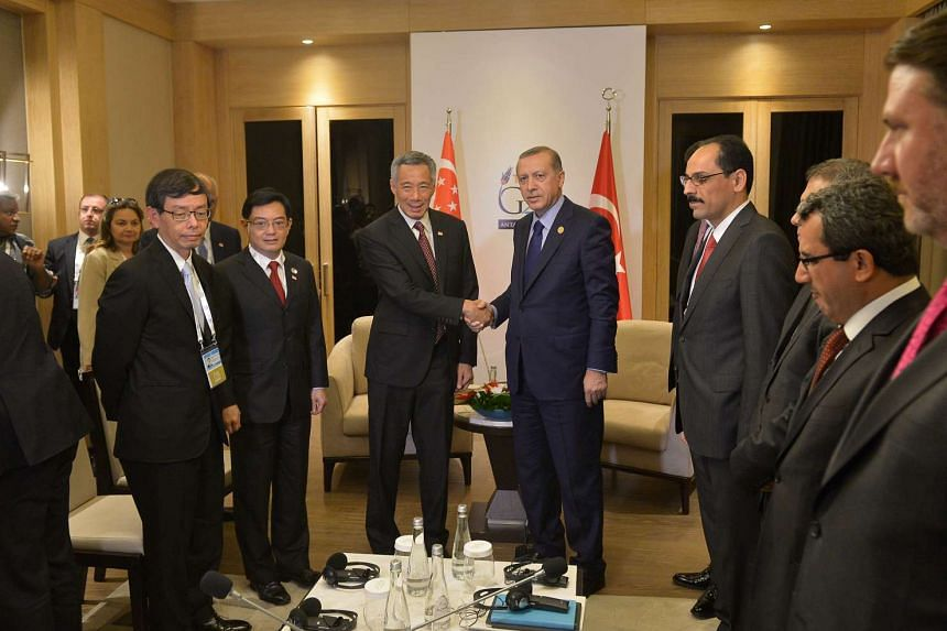 Singapore's Prime Minister Lee Hsien Loong (L) shakes hands with Turkish President Recep Tayyip Erdogan ahead of the signing of the Turkey-Singapore free trade agreement.