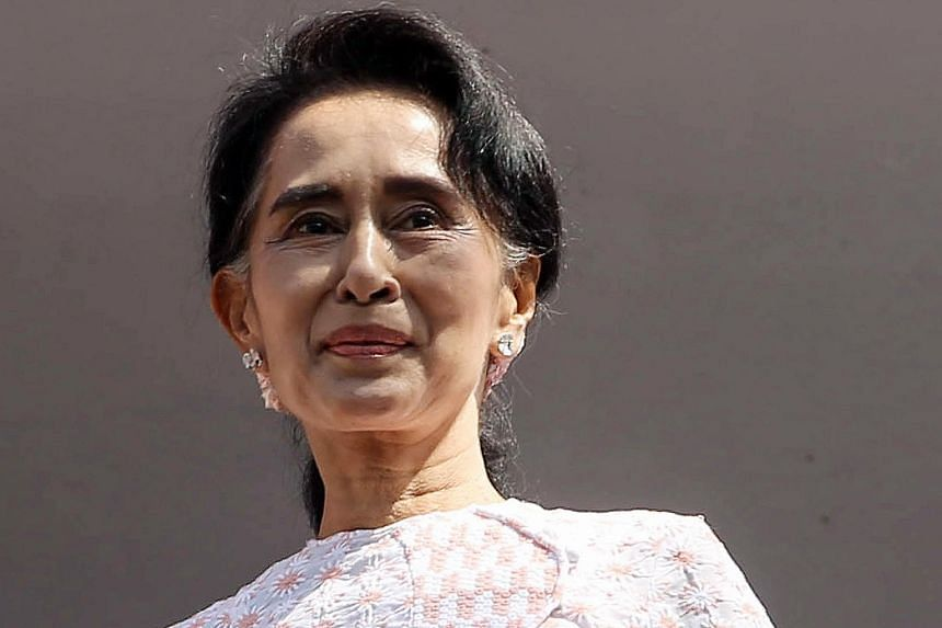 Aung San Suu Kyi has pledged to rule regardless of a junta-era Constitution that bars her from the presidency.