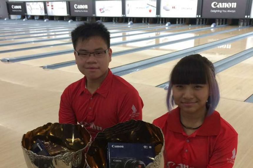 Timothy Tham (left) and Tracy See were crowned the Men's and Women's Open champions at the 46th Singapore National Bowling Championship on Nov 15, 2015.