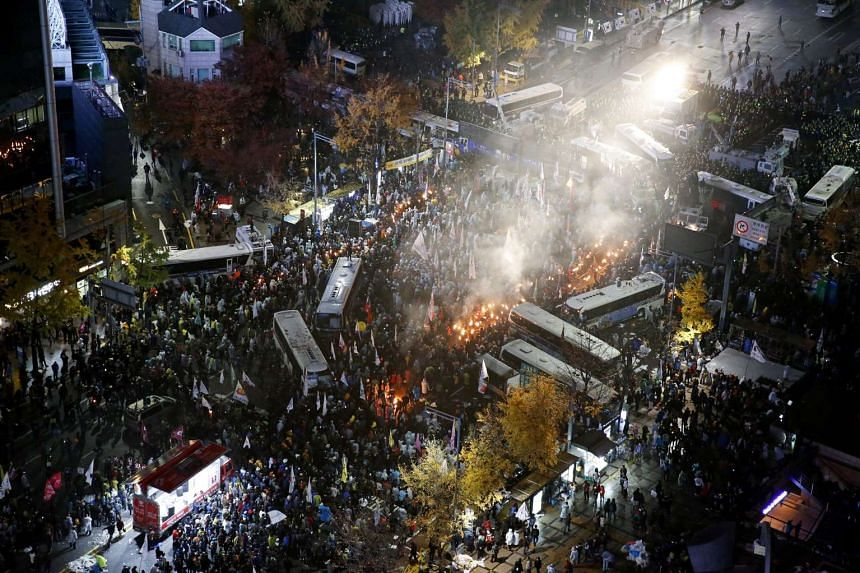 South Korean protesters clash with the police during a rally in Seoul, South Korea on Nov 14, 2015.