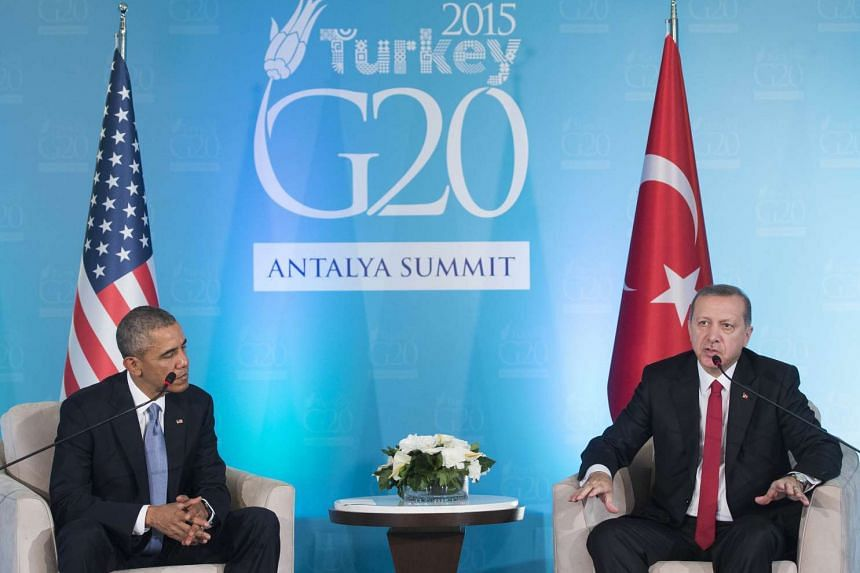 Turkish President Recep Tayyip Erdogan (R) and US President Barack Obama hold a meeting on the sidelines of the G20 summit in Antalya, Turkey.