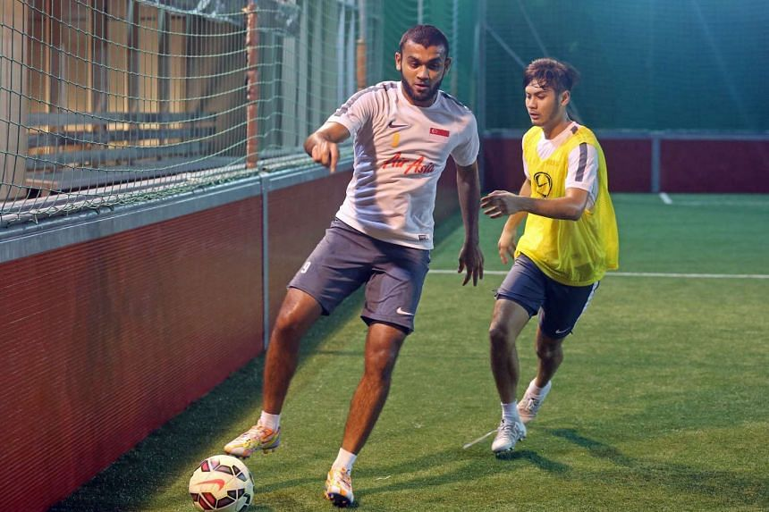 Singapore National player Faritz Hameed (left) and Christopher van Huizen (right)  in training at the Amara Hotel on Nov 14, 2015.