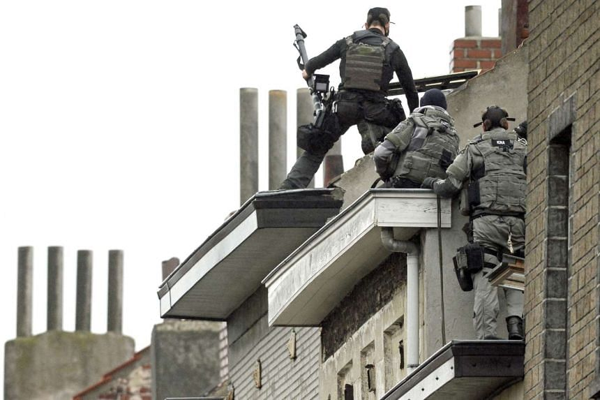 Belgium special force offices prepare to enter a house in Brussels on Nov 16, 2015.