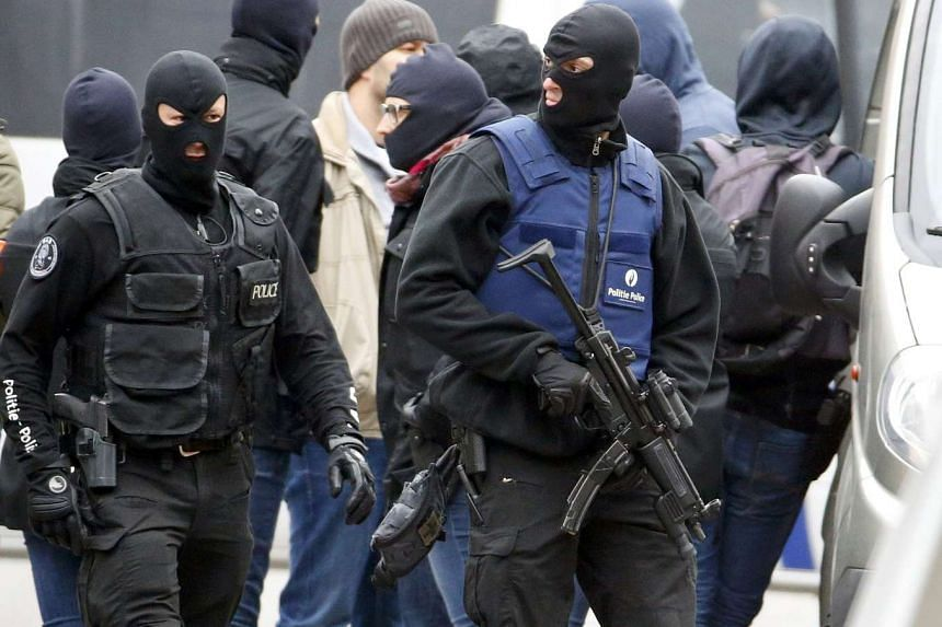 Belgian police stage raid in Brussels suburb of Molenbeek on Nov 16, 2015.